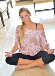 Courtney The Yoga Girl