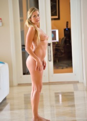 Courtney The Yoga Girl