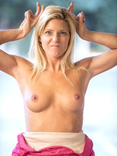Niki Has Goose Bumps
