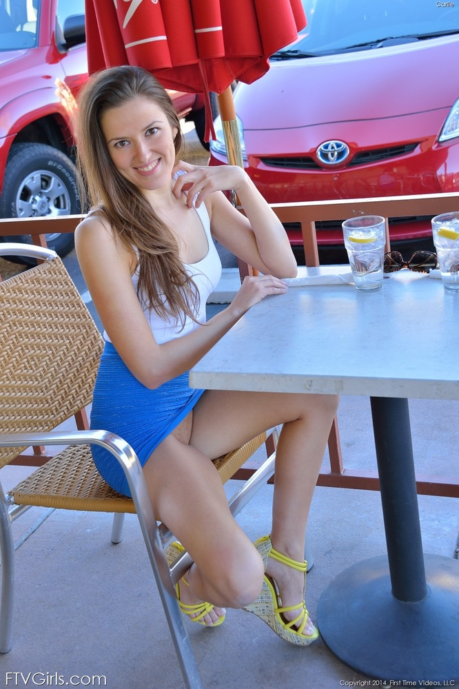 Candid amazing legs feet painted toes shopping face 8