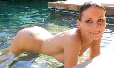 Leann nude in the pool