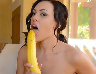 Soraya Loves Bananas