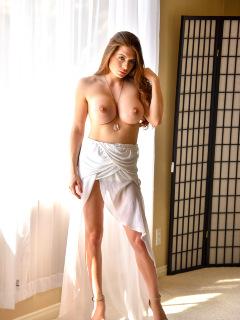 Elegant Veronica Posing Nude