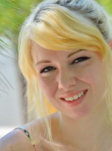 Astrid A Very Natural Beauty Picture 4