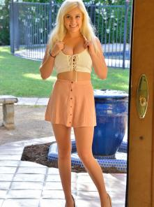 Bonnie A Dress To Arouse Picture 5