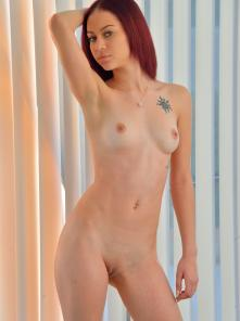 Dani Sexy Naked Form Picture 3